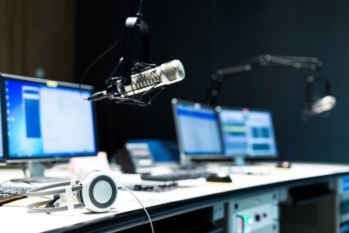 Zašto je kombiniranje radija i digitalnih medija uspješno u autoservisima